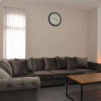 Modern Stays - Hamilton House (8 Bedroom, Up to 14 beds, Free Parking)