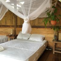 Tangara House - Suite with balcony, hotel em Mompiche
