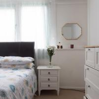 Double Room in Camden with Queen Size Bed for Females only