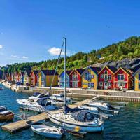 Scenic waterfront cabin