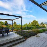 Two Bedroom Lake view Apartment with Garden Patio