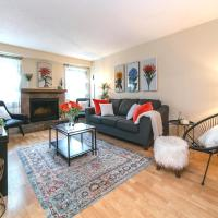 4 Bed, 2 Bath, Chic Modern Home, King Bed, Minutes from West Edmonton Mall