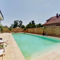 Modern room in house /w Pool & Poolbar, hotel in Pezinok