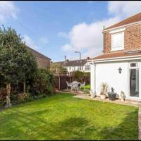 Cheerful 3 bedroom residential house with garden.