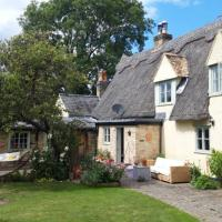 Self contained wing of idyllic thatch cottage, hotel in Stow cum Quy