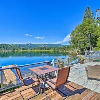 Dreamy Lakefront Home with Grill and Shared Dock!, hôtel à Kamilche