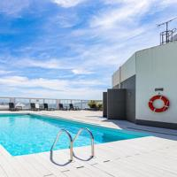 Central one bed apartment, sleeps 4 with roof top pool.