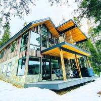 New Cabin on the River: Hot Tub, BBQ, and Fire Pit, hotel in Black Hawk