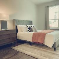 2Bdr Retreat by the City WALK TO RESTAURANTS!, hotel in Atlanta