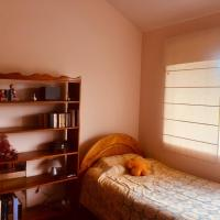 Acogedora habitación en sector pacifico Reserva con anticipo, hotel em Quito