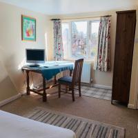 Spacious Attic room in Cranleigh