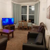 Two bed ground floor flat near town and beach