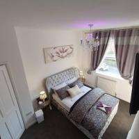 Comfortable well equipped 2 bed house Morley