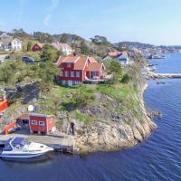 Hytte helt ved sjøen, brygge og fantastisk utsikt
