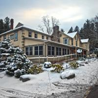 Woodfield Manor - A Sundance Vacations Property, hotel in Cresco