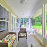 Brooksville Home with Lanai 15 Min to Dtwn! – hotel w mieście Brooksville