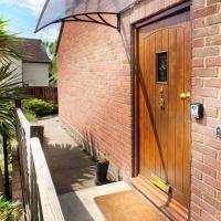 Sunninghill Village - 2 Bed - Parking and garden