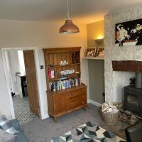 Cosy Cottage edge of Peak District -Log Burner UK