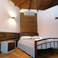 Wooden house, hotel in Keramotí