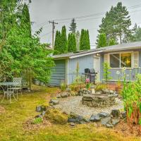Quiet Retreat with Patio and Deck, Walk to Park!, hotel in Mountlake Terrace
