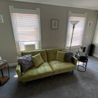 Free Wine with 2Bdr unit 10 mins from DwnTwn CLE, hotel in Cleveland