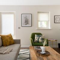 The Bow Mews - Modern & Bright 2BDR Apartment with Patio