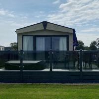 Rivington Lodge 32 with hot tub - Stewart's Resort