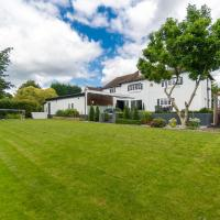 THE WHITE HOUSE - HOT TUB, GYM, GAMES ROOM - FAMILY HOLIDAY