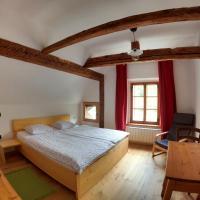 Juvanova hous - rooms, hotel in Luče