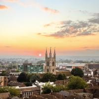 Ashford Penthouse Apartment Centrally Located with Parking and Ashford Modern Apartment with Fantastic Views and Parking