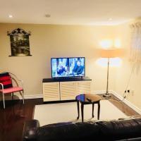 North York Luxury Apartmt Separate Entrance Frepkg, hotel em Toronto