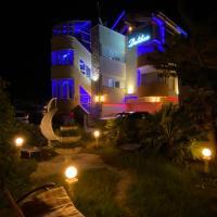 Villa Dalibor welnes-2 jacuzzi-sauna parking-grill-bicycles free-mediteranskim parkom te zvjezdarnicom, hotel in Nin