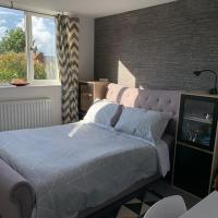 NEW DOUBLE ENSUITE ROOM NEAR GOLF CLUB AND BUSINESS PARK