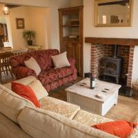Quaint Country Cottage close to centre of York