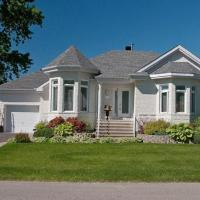 Montreal Top Vacation Home, hotel em Pointe-Calumet