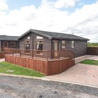 Lodge 2 at Weston Park with HOT TUB