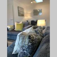 Cosy modern apartment with free parking