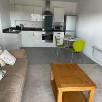 Newly refurbished serviced apartment - two bathrooms, 2mins walk to Warrington West train station, free onsite parking spaces, EV points nearby