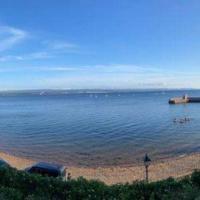 Cosy coastal hideaway with incredible sea views