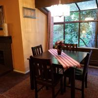 Lovely One bedroom condo with indoor fireplace., hotel in Federal Way