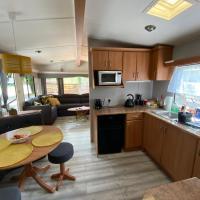 Unique Caravan with Outdoor Space