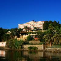 Aegli Hotel, hôtel à Perama