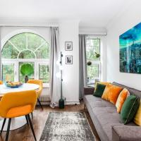 AWESOME LEICESTER SQ! Fashion Flat for Theatre Families and Happy Friends