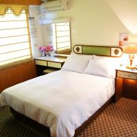 フェイマス ホテル タイナン、台南市のホテル