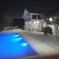 Infinity view villa, hotel in Nata