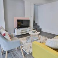 CozyCribs a Modern and Bright home near Zipworld and Beacons