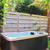 Vintage style botanical home with jacuzzi in Gent, hotel in: Wondelgem, Gent