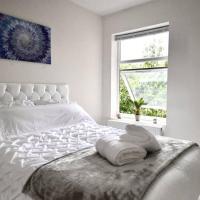 Heart of Ipswich - Modern Six Bedroom Home