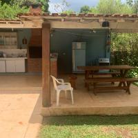 Suítes de casal, piscina , churrasqueira e área de fogueira
