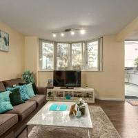 Looking for get away 2 bed 2.5 bath Townhouse+FREEPKG